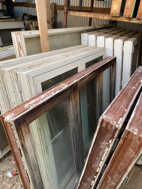 Mahogni vinduer 1,19 meter høj x 1,19 meter bred 2 stk samt 1 stk 1,19 høj x 1,74 bred