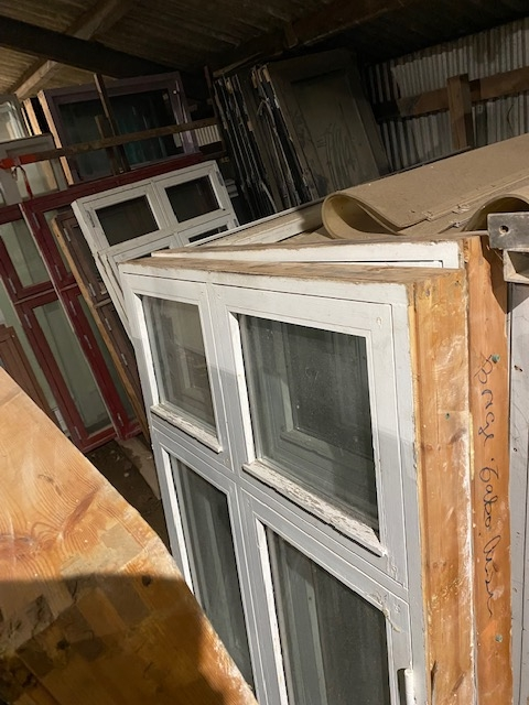 Dannebrogs vinduer 2 stk 1,08 meter bred 1 stk 1,25 meter bred 2 stk 1,90 meter bred alle 1.5meter høj