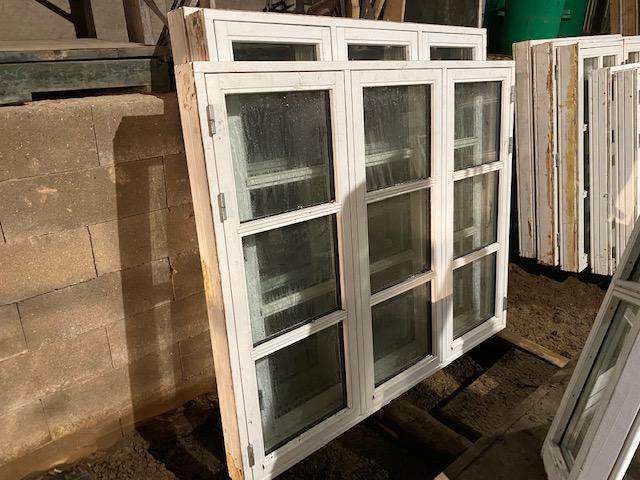 Bondehus vinduer 2 stk. 1.50 høj x1.50 bred og 1stk. 1.37 høj x 1.65 bred